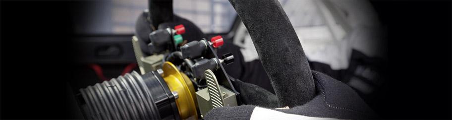 Volants, moyeux et accessoires de volant pour la pratique du sport automobile